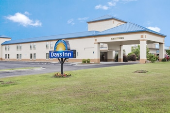 Picture of Days Inn by Wyndham Selma in Selma