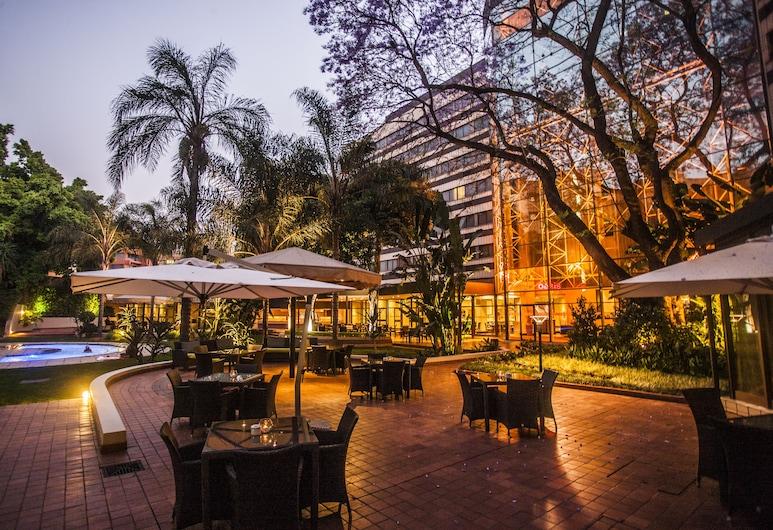 Southern Sun Pretoria, Pretoria, Terrace/Patio