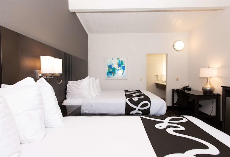 SureStay Hotel by Best Western Seaside Monterey, Seaside, Standard Room, 2 Queen Beds, Non Smoking, Refrigerator & Microwave, Guest Room