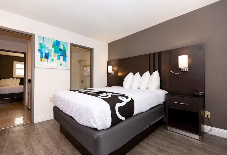 SureStay Hotel by Best Western Seaside Monterey, סיסייד, סוויטה, ללא עישון, מקרר ומיקרוגל, חדר אורחים