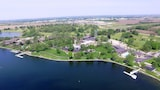 Reserve this hotel in Delavan, Wisconsin