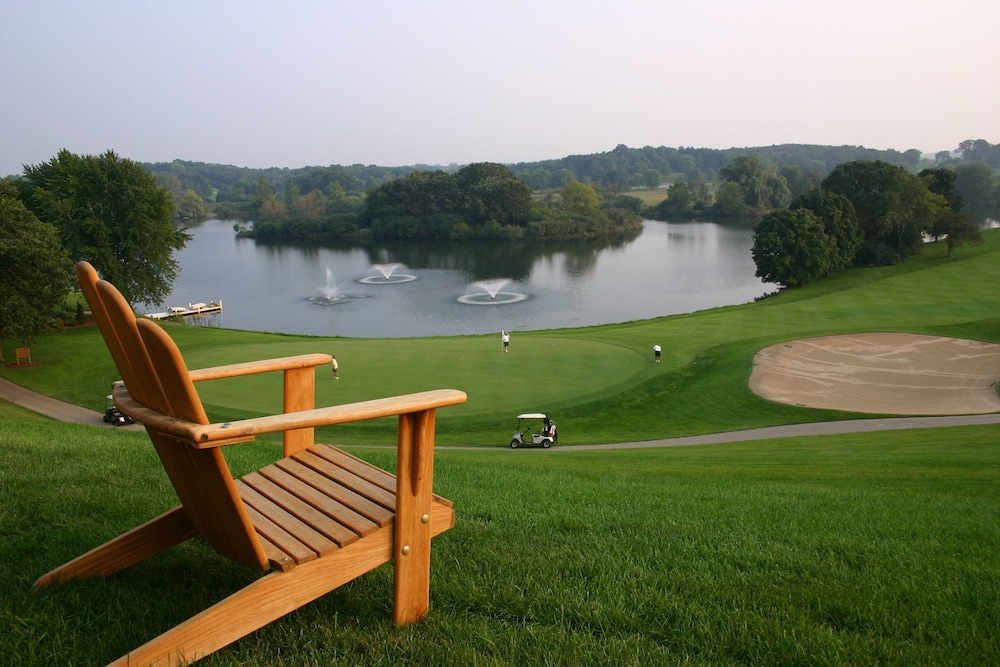 Deals discounts for hotel reservations from for Lake geneva resorts cabins