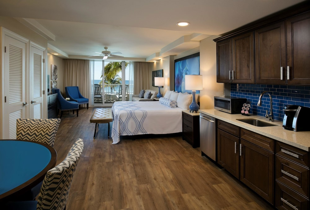 book lido beach resort in sarasota. Black Bedroom Furniture Sets. Home Design Ideas