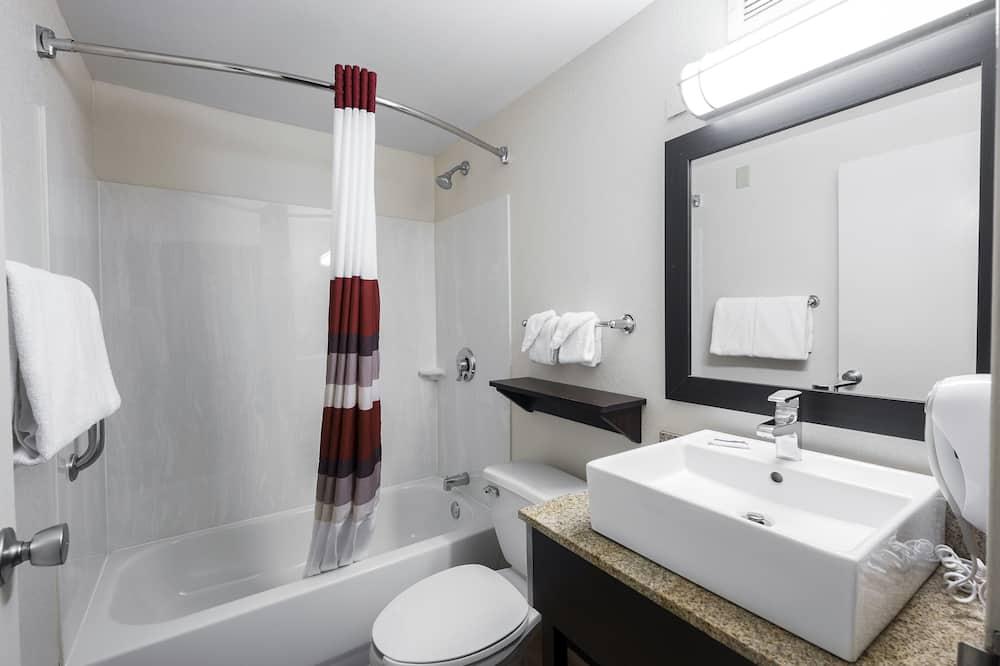 高級客房, 1 張特大雙人床 (Spacious, Smoke Free) - 浴室