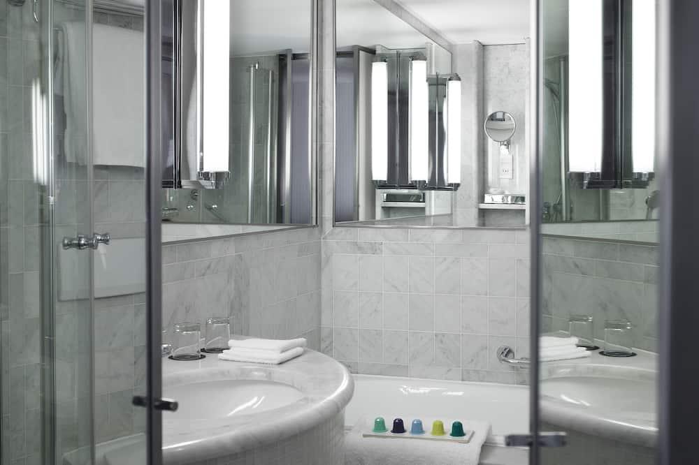 Junior Suite, 1 Double Bed, Non Smoking - Bathroom