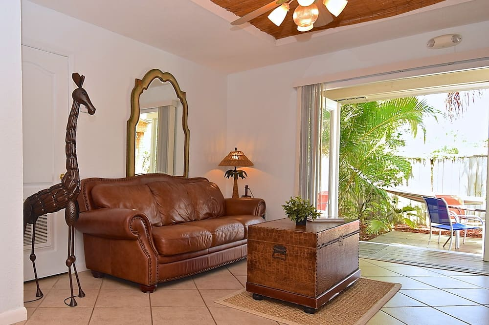 Luxury Cottage, 1 Bedroom, Hot Tub, Bay View (Rainforest Room) - Living Area