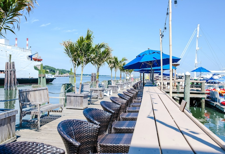 Danfords Hotel and Marina, Port Jefferson, Outdoor Dining