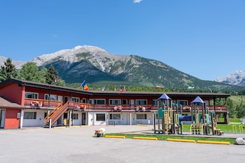 Picture of Rocky Mountain Ski Lodge in Canmore