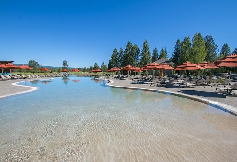 Sunriver Resort, Bend, Piscina con borde infinito