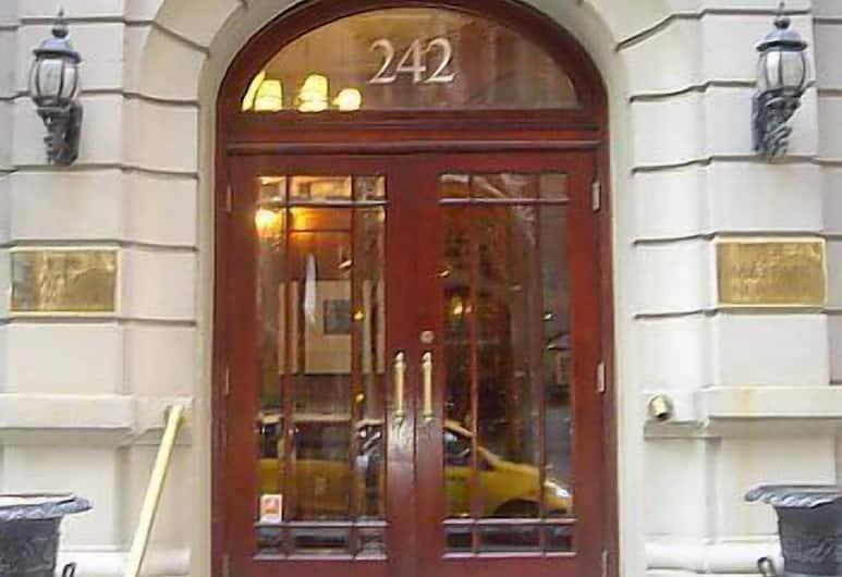Mayfair New York, Niujorkas, Įėjimas į viešbutį