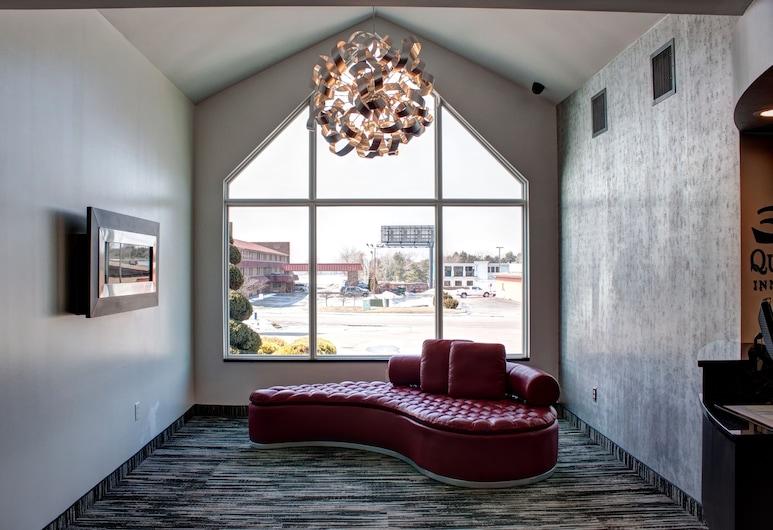 Quality Inn & Suites North/Polaris, Columbus, Lobby Sitting Area