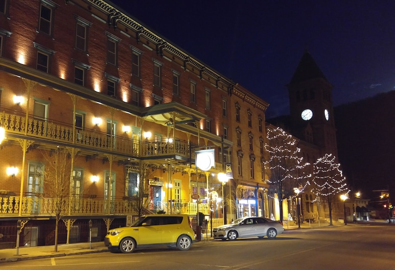Inn at Jim Thorpe, Jim Thorpe, Viešbučio fasadas vakare / naktį