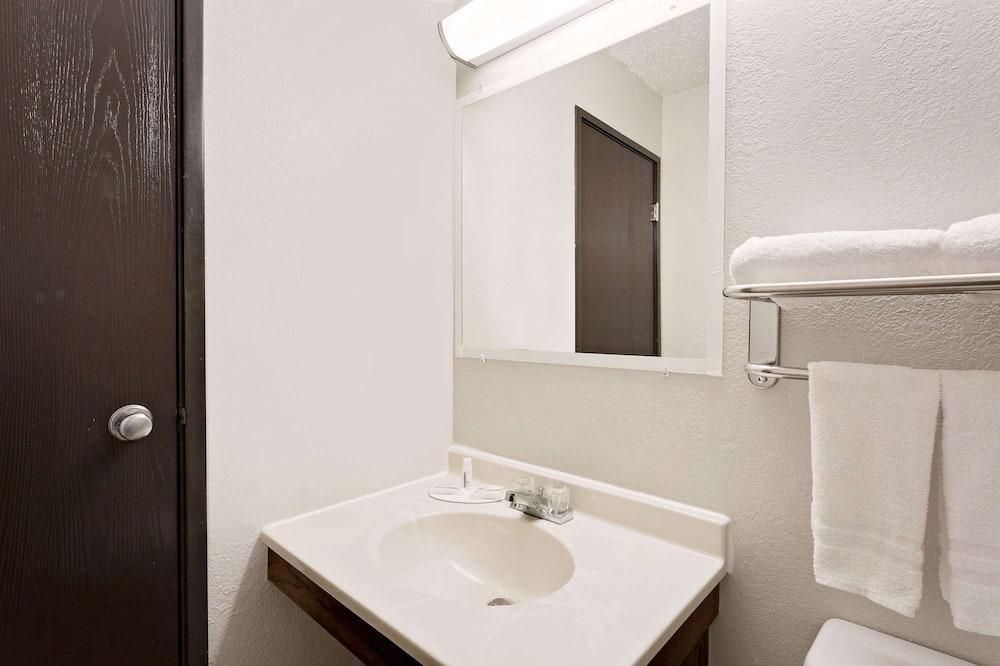 客房, 1 張加大雙人床, 吸煙房 - 浴室