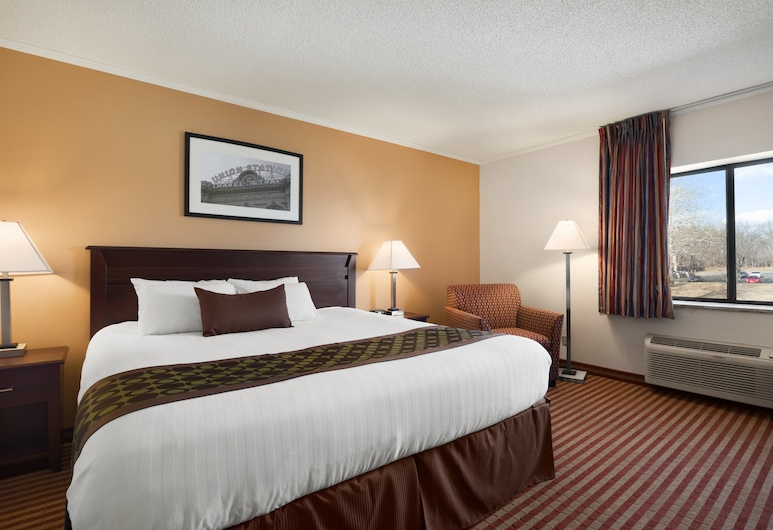 Days Inn & Suites by Wyndham Kansas City - Kansas City Zoo, Kansas City, Room, 1 King Bed, Smoking, Guest Room