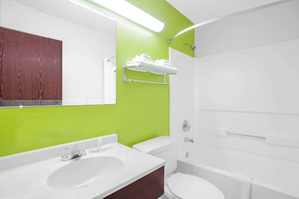 Štandardná izba, 1 extra veľké dvojlôžko - Kúpeľňa