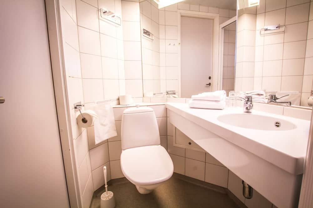 Family Room (Budget) - Bathroom
