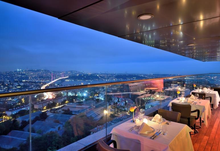 Movenpick Hotel Istanbul Bosphorus, Estambul, Terraza o patio
