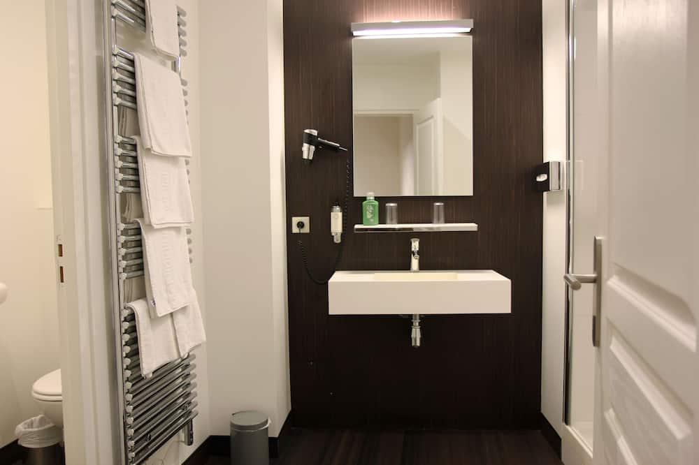 Superior Room, 1 Queen Bed, Non Smoking (Larger Room) - Bathroom