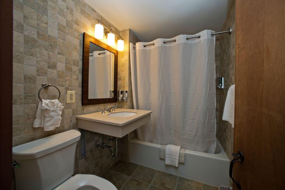 Premium-værelse - 2 queensize-senge - Badeværelse