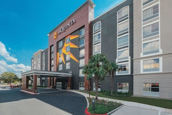 Фото La Quinta Inn & Suites by Wyndham San Antonio Downtown у місті Сан-Антоніо