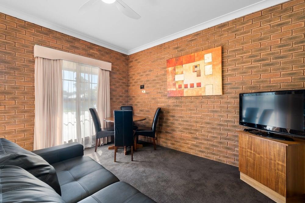 2 Bedroom Apartment - Svetainės zona