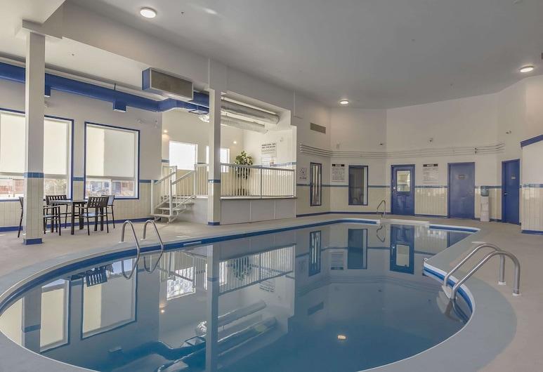 Comfort Inn And Suites, Yorkton, Pool