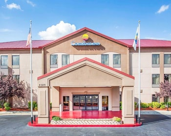 Picture of Comfort Inn & Suites at Stone Mountain in Stone Mountain