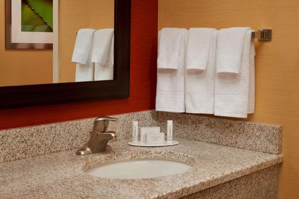 Room, 2 Queen Beds, Accessible - Bathroom