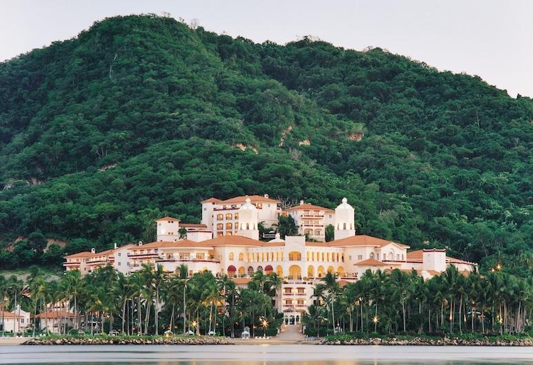 聖誕島大灣大飯店, 納維達島
