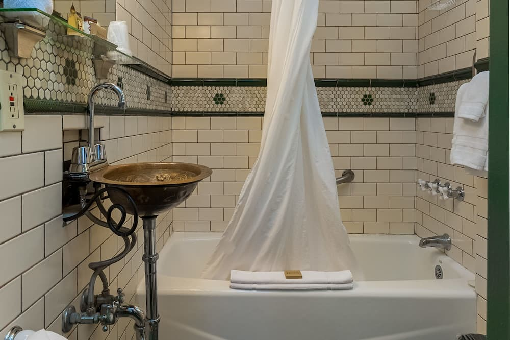Basic Room, 1 Double Bed (Room 9) - Bathroom