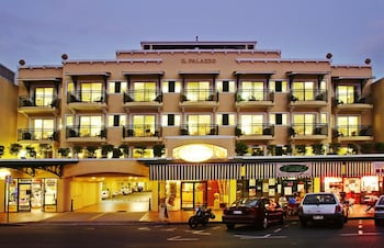 Picture of Il Palazzo Boutique Apartment Hotel in Cairns