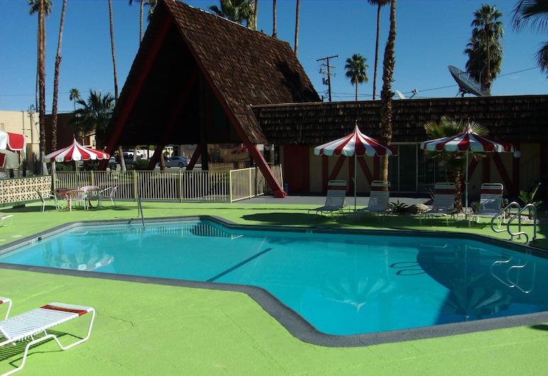 沙漠旅館, 棕泉市, 室外游泳池