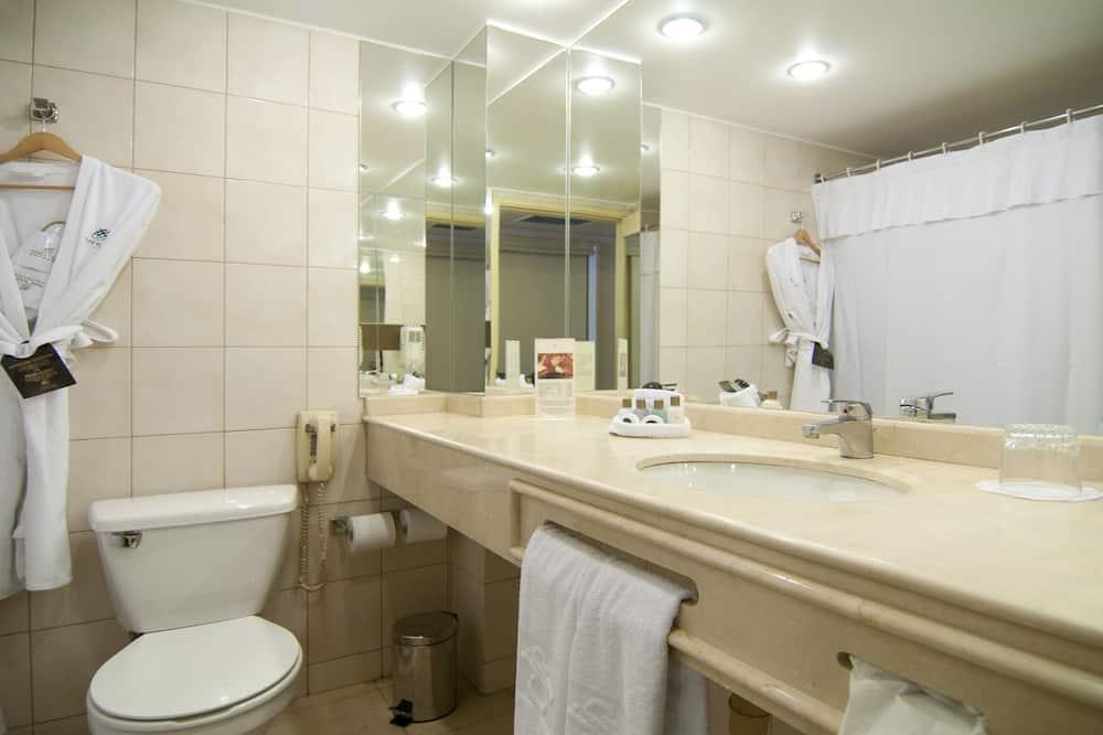 Club Room, 1 King Bed (Park) - Bathroom