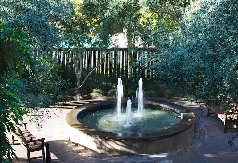 Southbridge Napa Valley, St. Helena, Garden