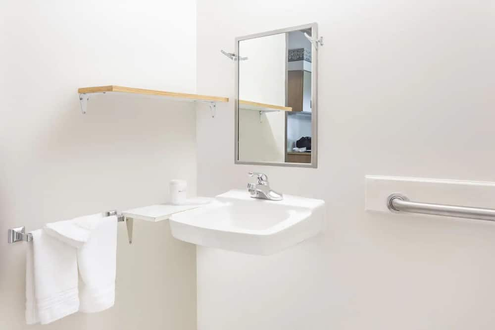 Room, 2 Queen Beds, Accessible, Non Smoking (Tub Bench) - Bathroom
