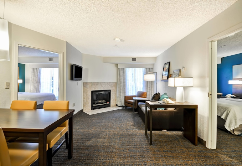 Residence Inn by Marriott Jacksonville Airport, ג'קסונוויל, סוויטה, 2 חדרי שינה, ללא עישון, אח, חדר אורחים