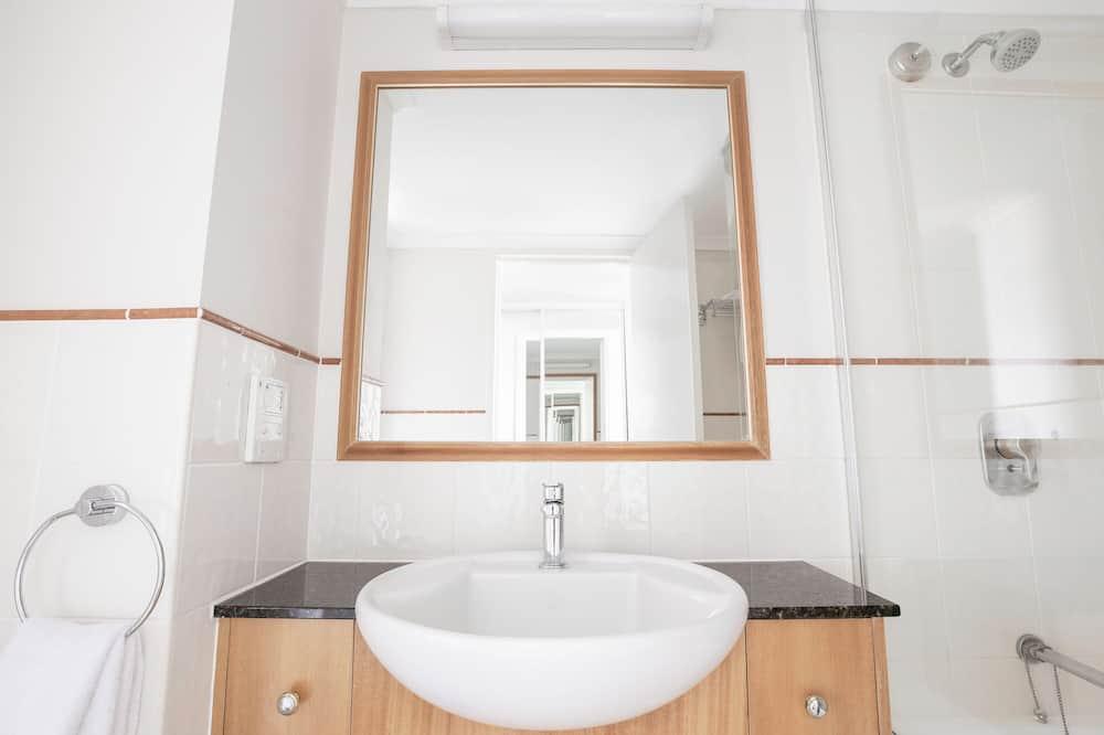 Kambarys (Hotel, Weekly Housekeeping) - Vonios kambarys