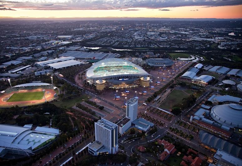 Pullman at Sydney Olympic Park, Parque Olímpico de Sídney, Entrada del hotel (tarde o noche)