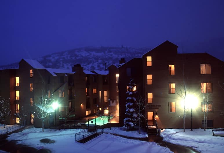 Carriage House Condominiums by All Seasons Resort Lodging, Park City, Front of property - evening
