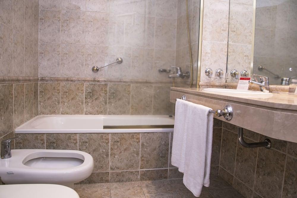 Standaard kamer, 2 eenpersoonsbedden - Badkamer