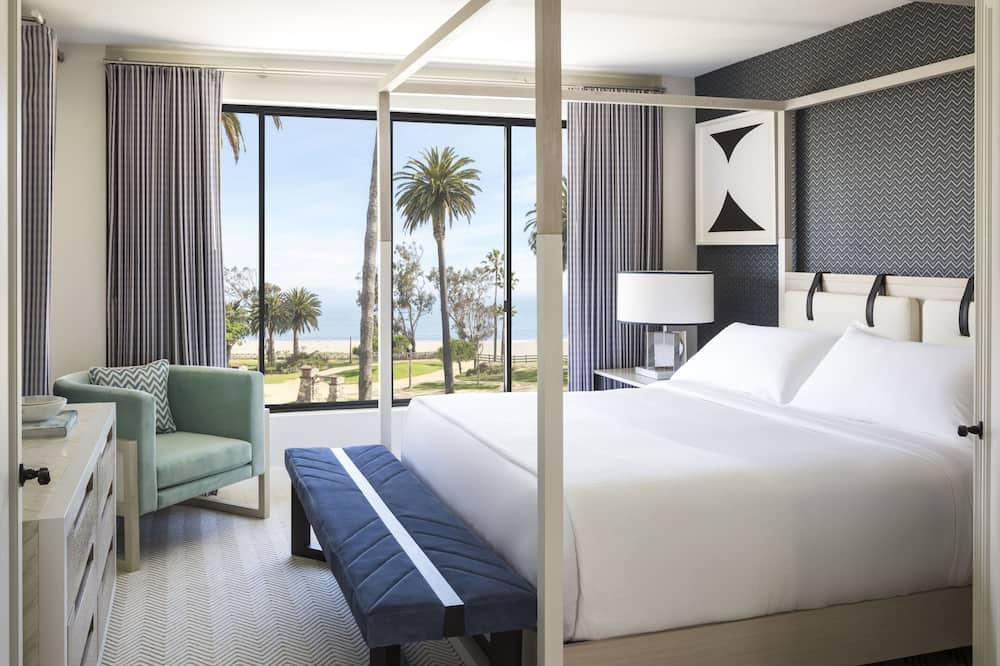 Signature Oceanfront Ocean Front Suite - Guest Room