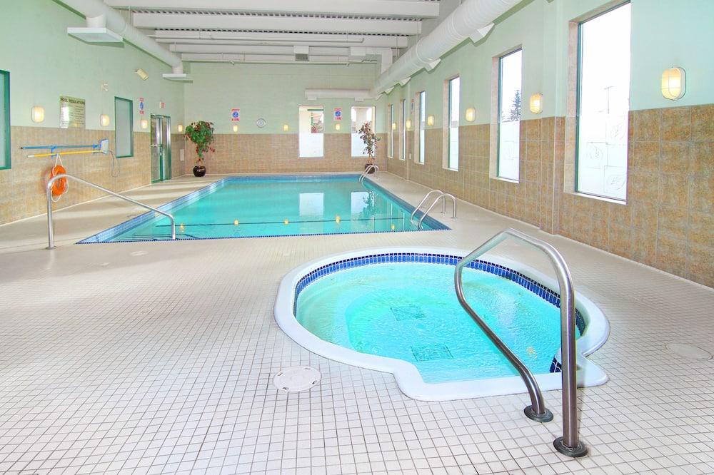 Kapalı Yüzme Havuzu
