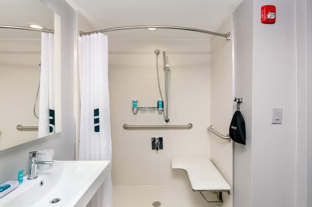aloft, Zimmer, 2Queen-Betten, Nichtraucher - Badezimmer