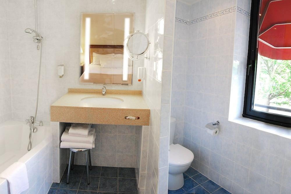 Chambre Familiale, 2 grands lits, non-fumeurs (Larger Room) - Salle de bain