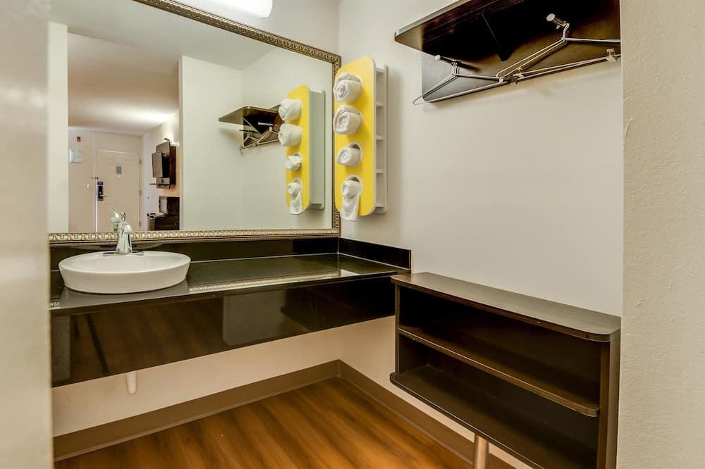 Standard szoba, 1 king (extra méretű) franciaágy, dohányzó - Fürdőszoba