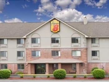 Picture of Super 8 by Wyndham Morgantown in Morgantown
