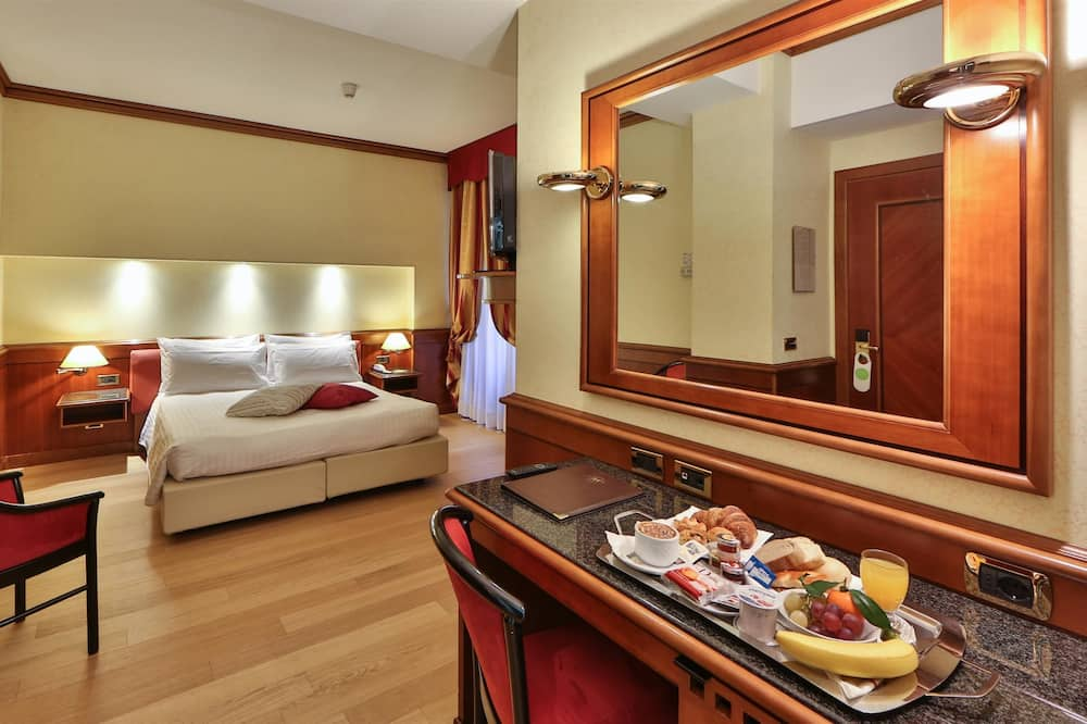 Superior Room, 1 Queen Bed - In-Room Dining