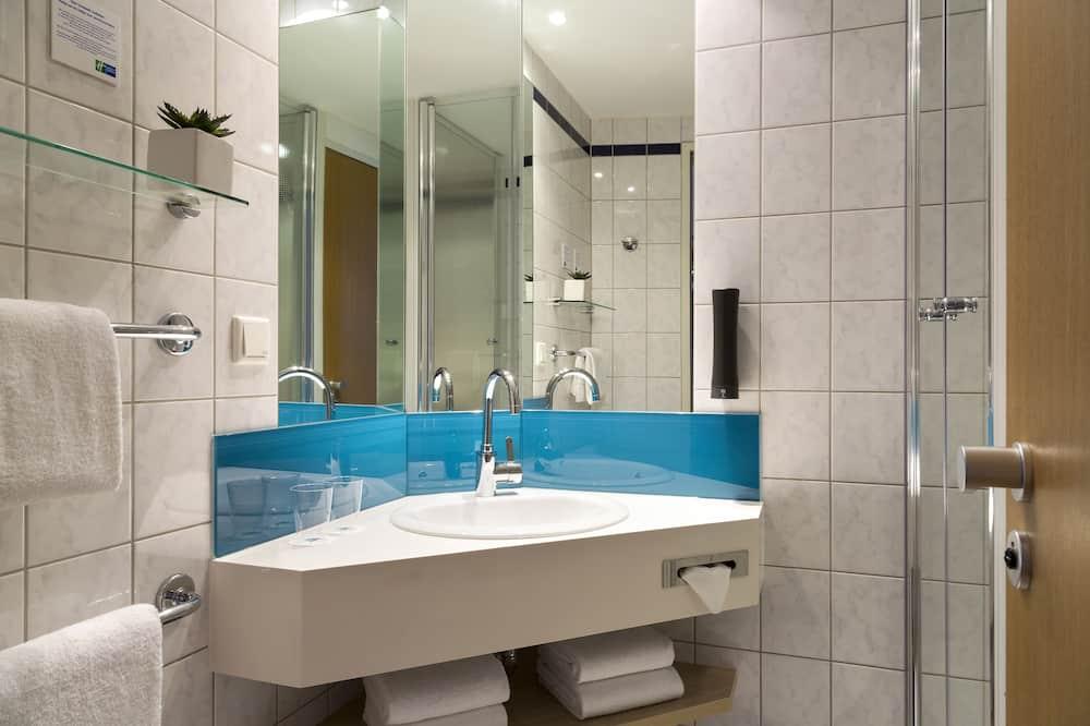 ルーム シングルベッド 2 台 - バスルーム