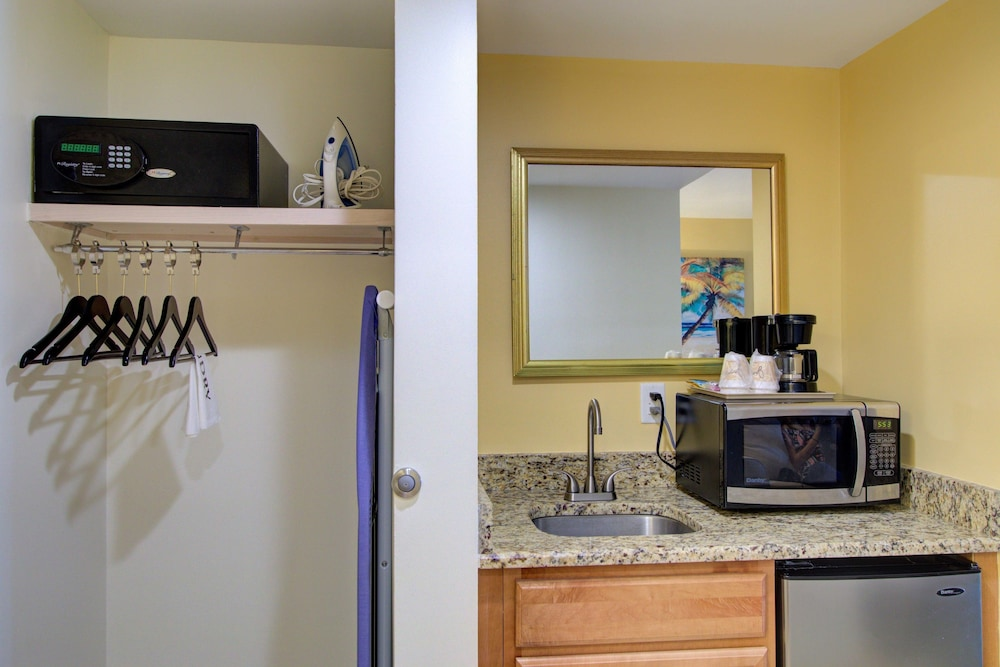 Hutchinson Island Plaza Hotel And Suites, Fort Pierce, Suite (Water View),