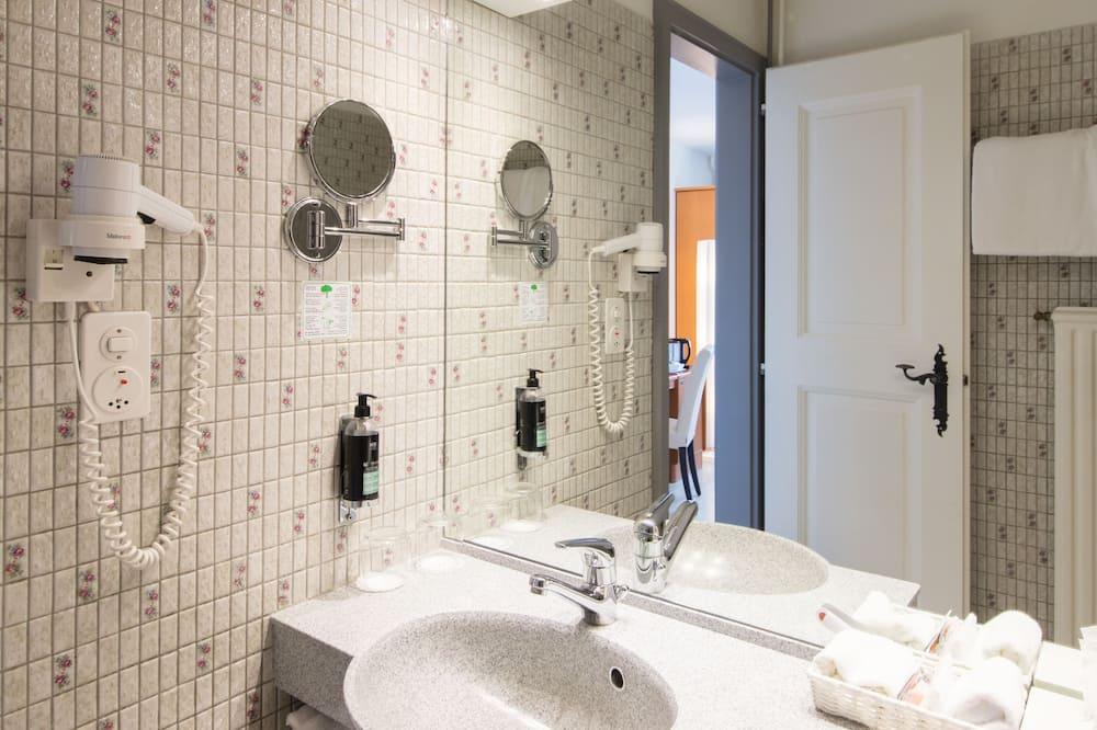 Phòng đôi hoặc 2 giường đơn Economy - Phòng tắm